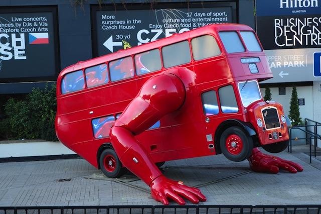 Autobusas, darantis atsispaudimus