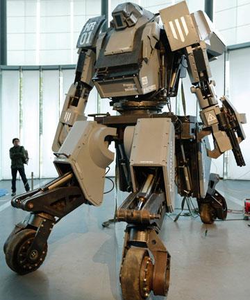 Japonų kovinis robotas varomas dyzelinu