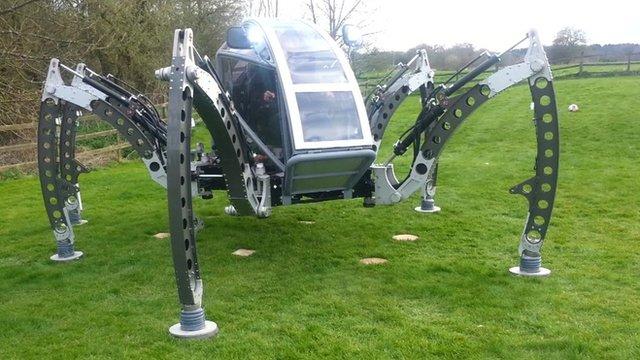 Pilotuojamas robotas-voras