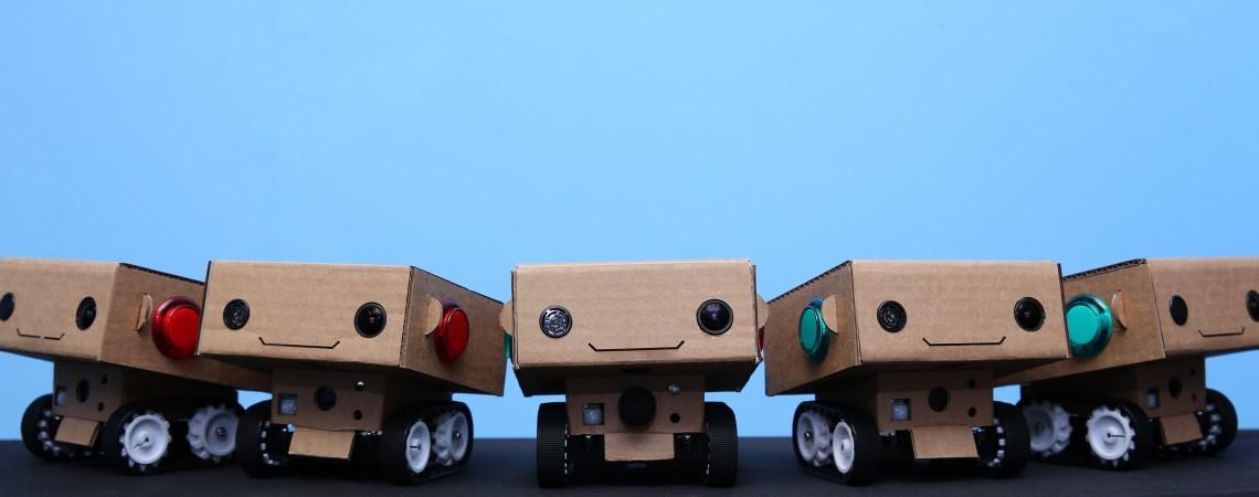 Robotai  atkeliauja į kiną