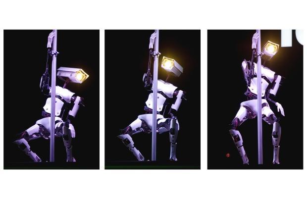 Robotas - striptizo šokėjas