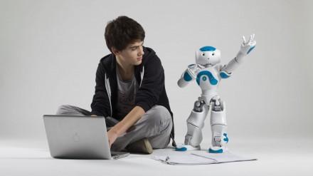 Robotai padeda autizmu sergantiems vaikams