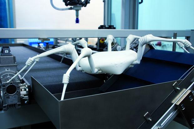 3-D spausdintuvu pagaminti vorai lanksčiomis kojomis