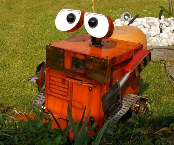 8 roboto Wall-E kopijos