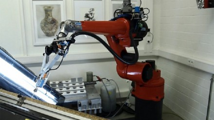 Paveikslus tapantis robotas e-David