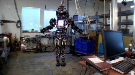 Pristatytas naujasis robotas humanoidas Atlas