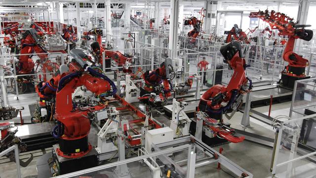 Robotai surinkinėja automobilius