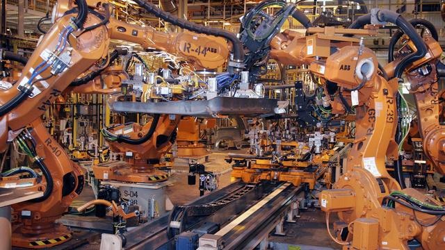 Robotas padeda montuoti