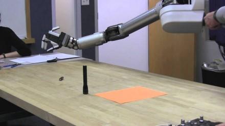 Sprogmenis nukenksminanti robotinė ranka