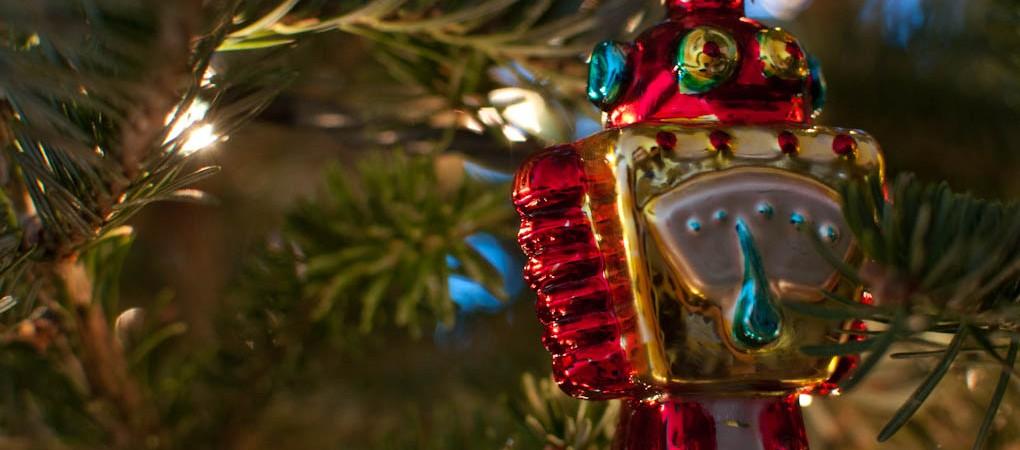 12 naujametinių robotų sveikinimų