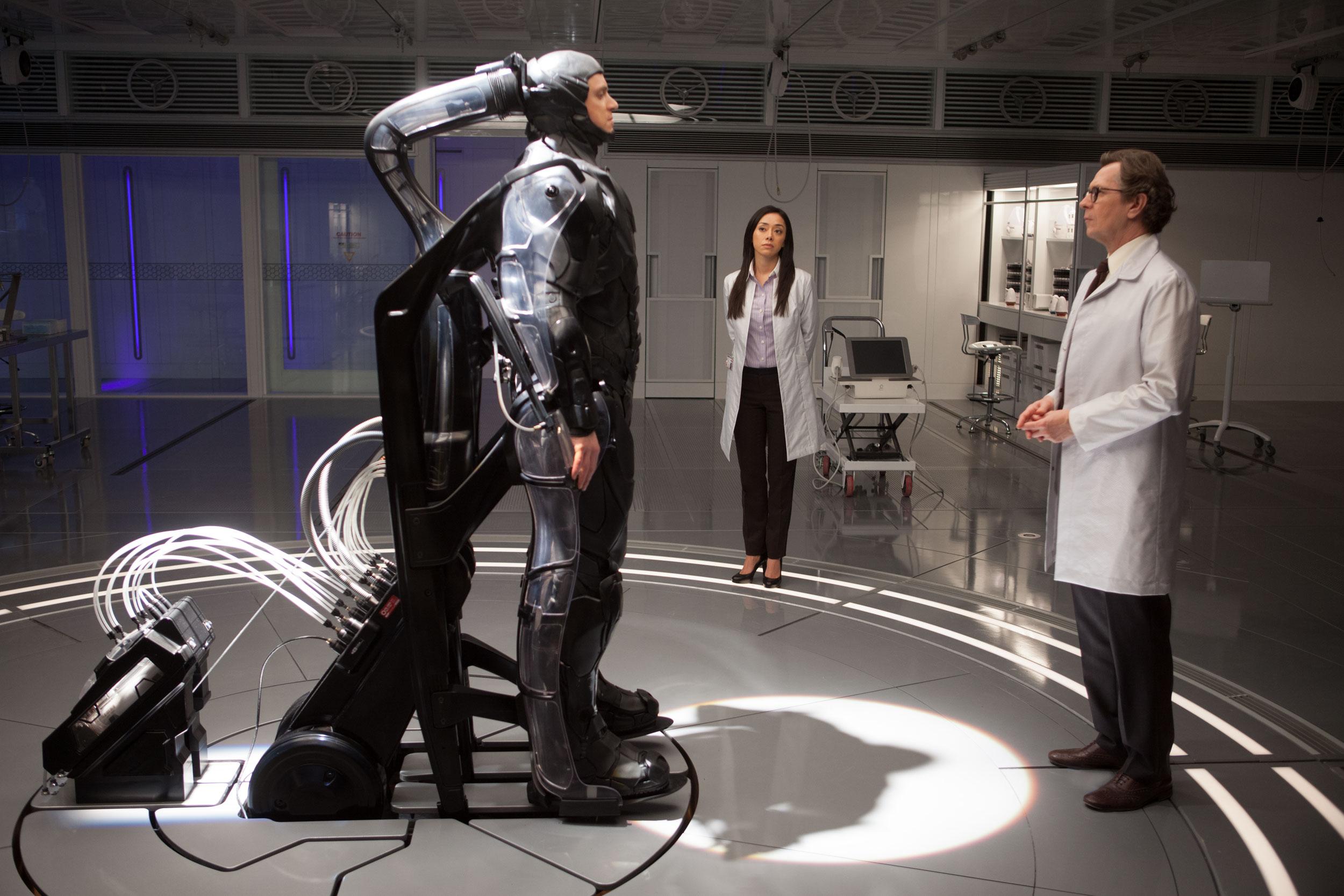Robotas Policininkas - iš naujo įsivaizduojami 2028-ieji