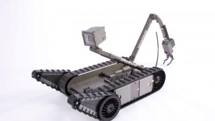 30 kovinių robotų saugos futbolo čempionato varžybas