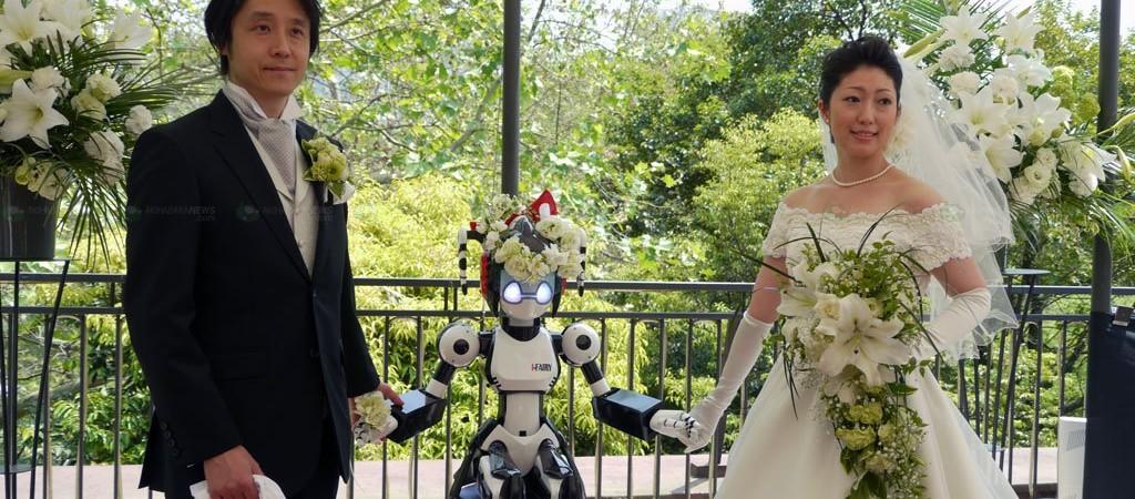 Japonijoje androidas sutuokė jaunavedžius