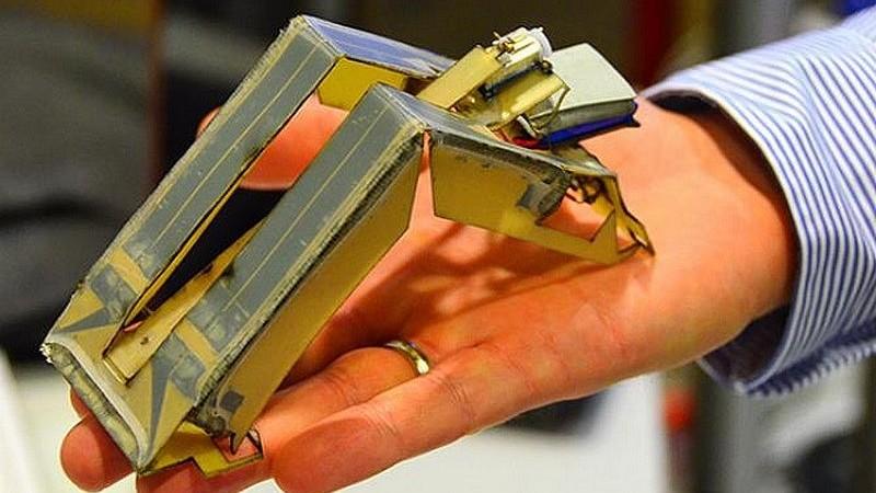 Autonomiškai veikiančios neįprastos 3D lempos robotai
