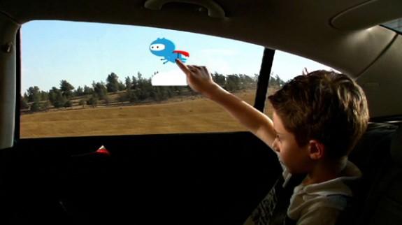 Permatomas sensorinis stiklas automobilyje