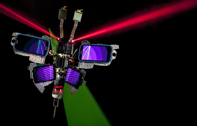Robotiniai drugeliai iš perdirbtų mobiliųjų telefonų 1