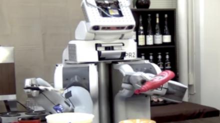 Į balso komandas reaguojantys robotai sugebės atnešti... ledų