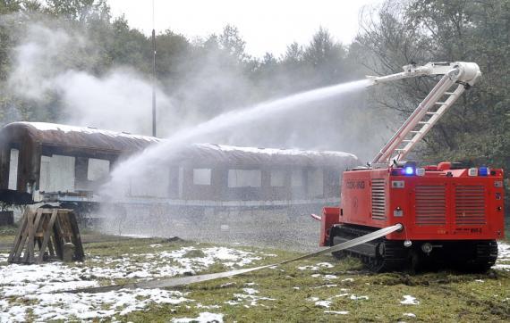 Robotas gaisrininkas MVF-5 vanduo