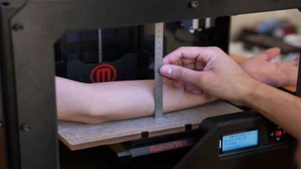 3D printeris daro tatuiruotes