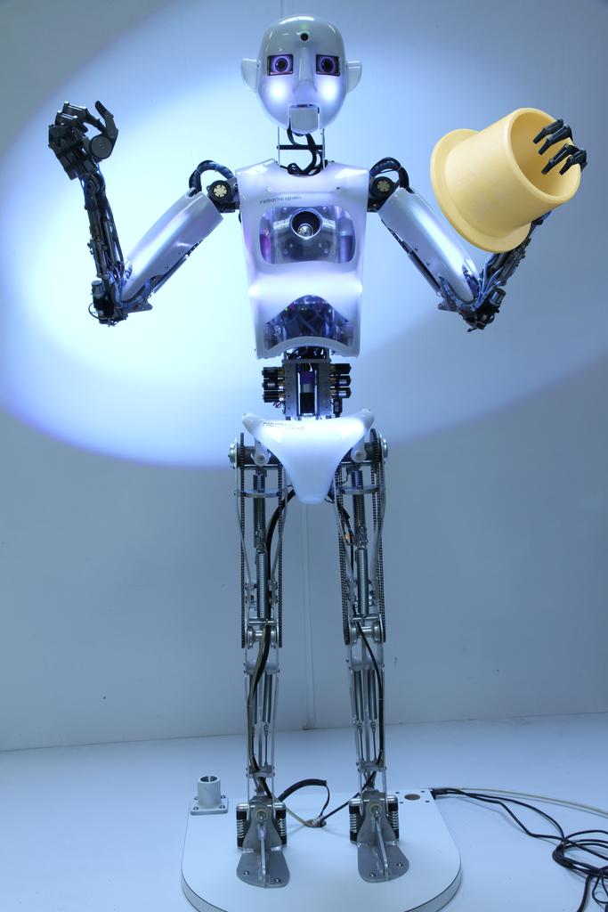 Maskvoje įvyko paroda-šou Robotų puota 1