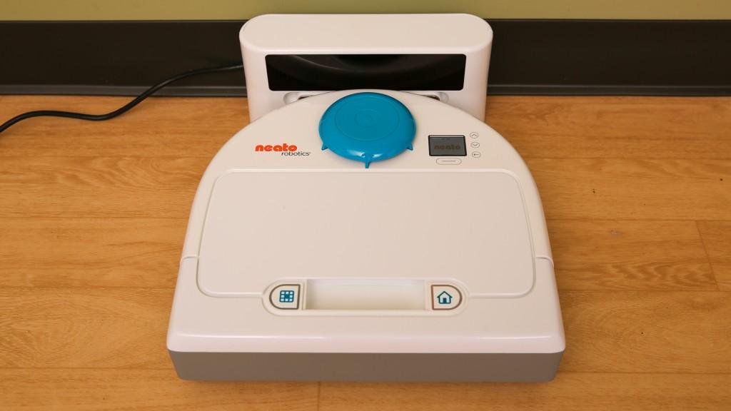Pasirodė nauji kompanijos Neato Robotics robotai-siurbliai-1