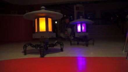 Robotai šviestuvai - puiki puošmena jūsų sodui