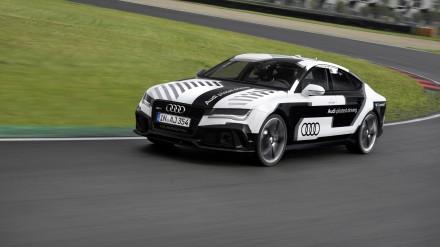 """""""Audi"""" noutr."""