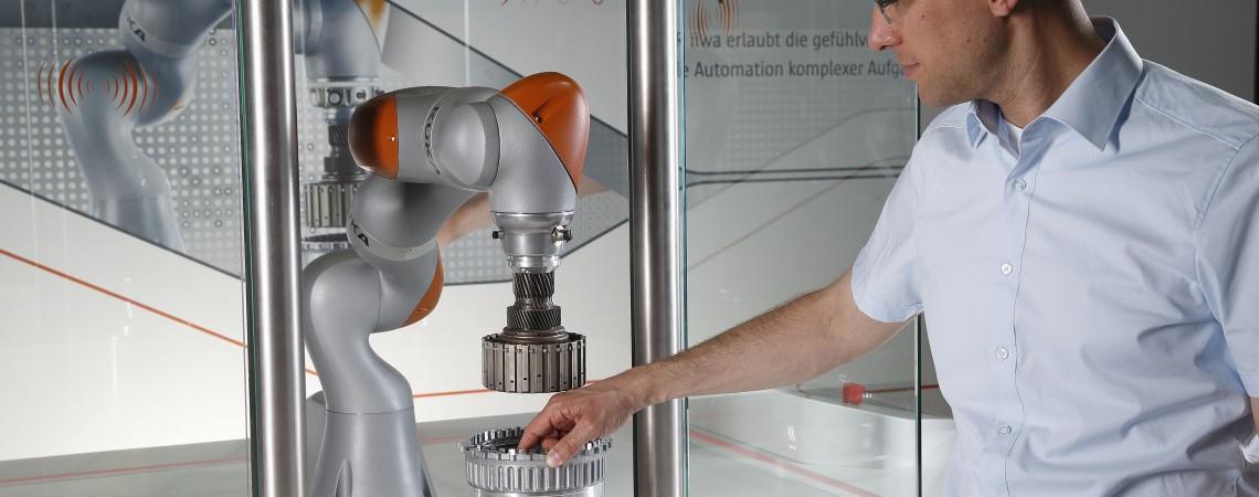 KUKA Robotics nuotr.