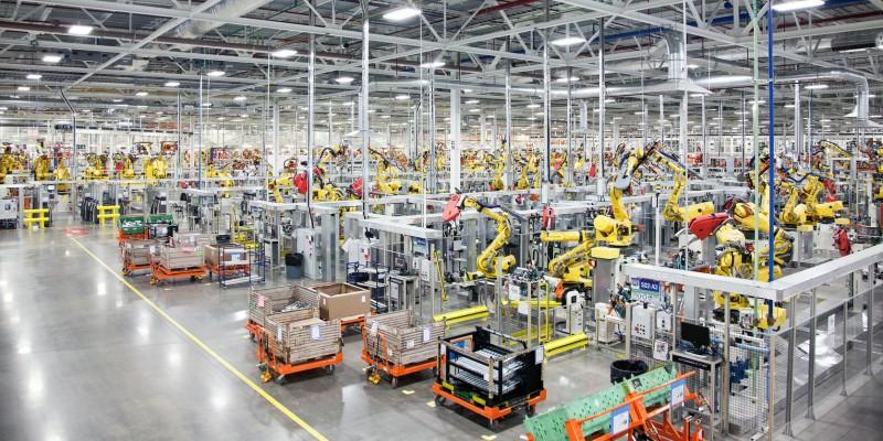 1100 robotų naujoje automobilių gamykloje JAV. Flickr-Fiat Chrysler Automobiles Corporate CC-BY-NC-ND