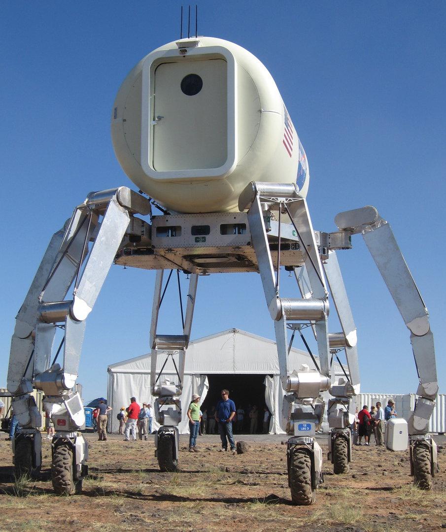 NASA nuotr./Robotas ATHLETE, prie kurio dirbo ir lietuvis
