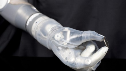 DEKA Robotinis rankos protezas