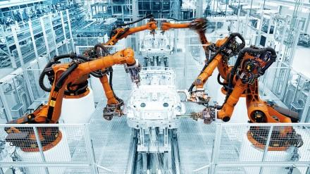 KUKA pramoniniai robotai