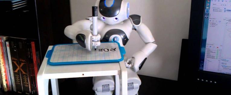 Geriausi pasaulyje robotikos specialistai kviečia į nemokamus kursus