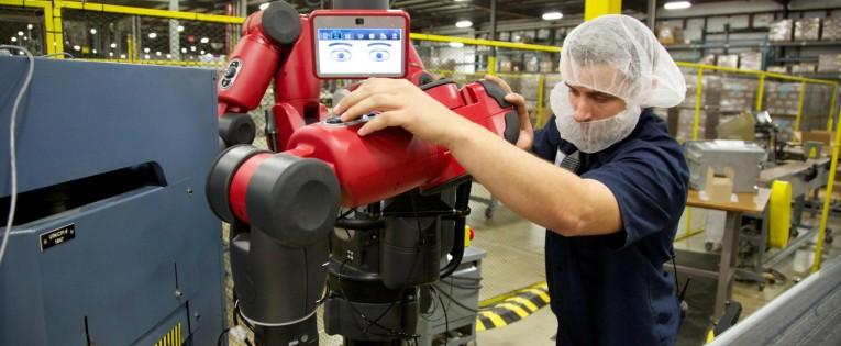 Tyrimas: robotai kuria darbo vietas žmonėms