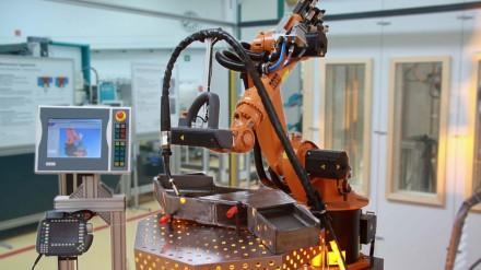 SMErobot_FiveMinuteRobot_in_WeldingCell