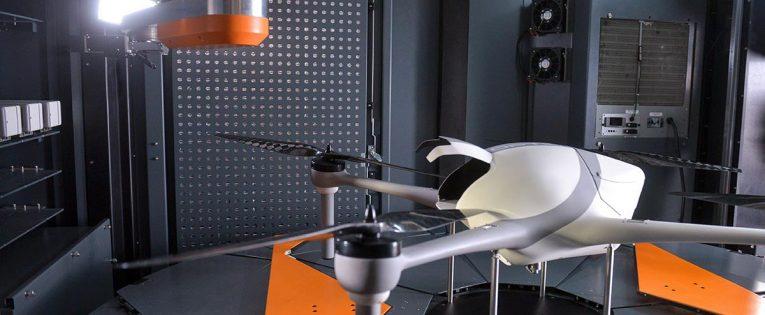 Nauja technologija: dronai įsikraus be žmogaus įsikišimo (Video)