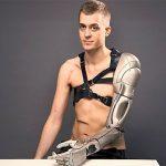 Bioninė ranka su dronu