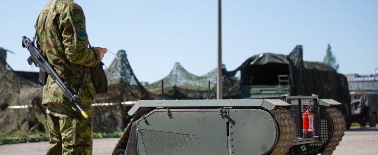 Kauniečiai diegs dirbtinį intelektą estų kariuomenės mašinose