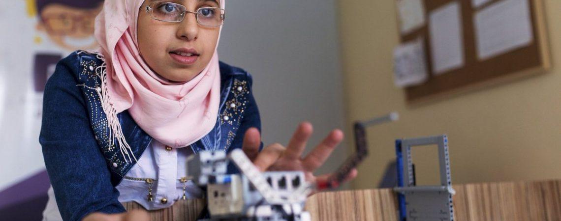 Sirų mergaitės mokosi robotikos